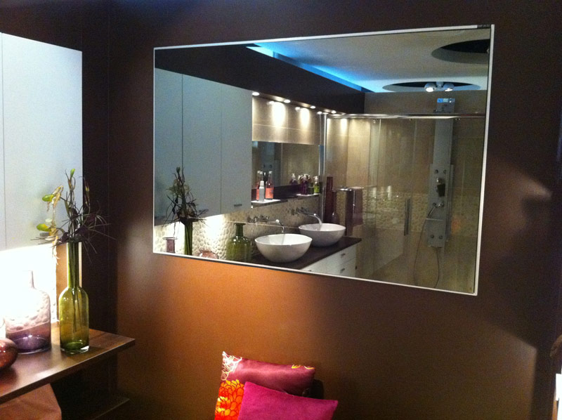 Comment fixer un miroir for Miroir sans tain